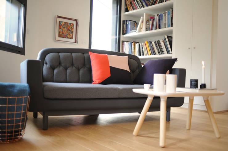 Maison d'architecte à Tours avec Nordkraft.com: Salon de style  par Studio Félix Patrat