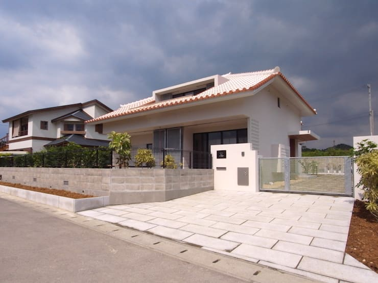 シーサーが見守る家(外観正面): ユニップデザイン株式会社 一級建築士事務所が手掛けた家です。