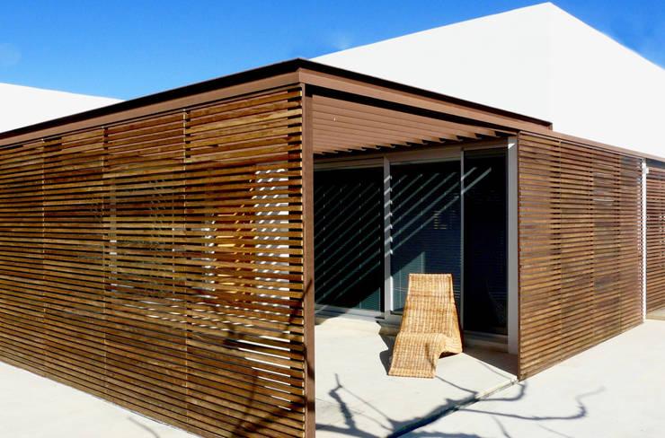 VIVIENDA MARTINEZ-REQUENA: Terrazas de estilo  de Q+C Arquitectura y Ciudad