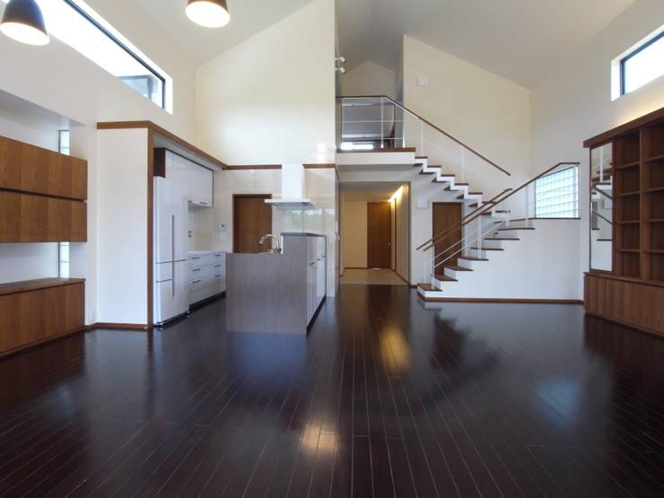 1階リビング: ユニップデザイン株式会社 一級建築士事務所が手掛けたリビングです。