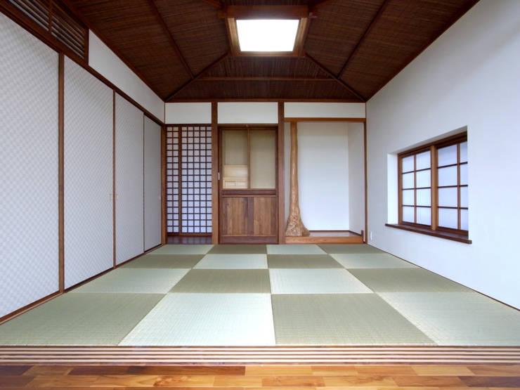 1階和室: ユニップデザイン株式会社 一級建築士事務所が手掛けた和室です。