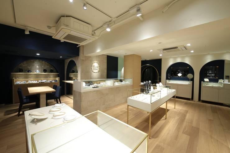 大型カウンター: sorama me Inc.が手掛けたオフィススペース&店です。