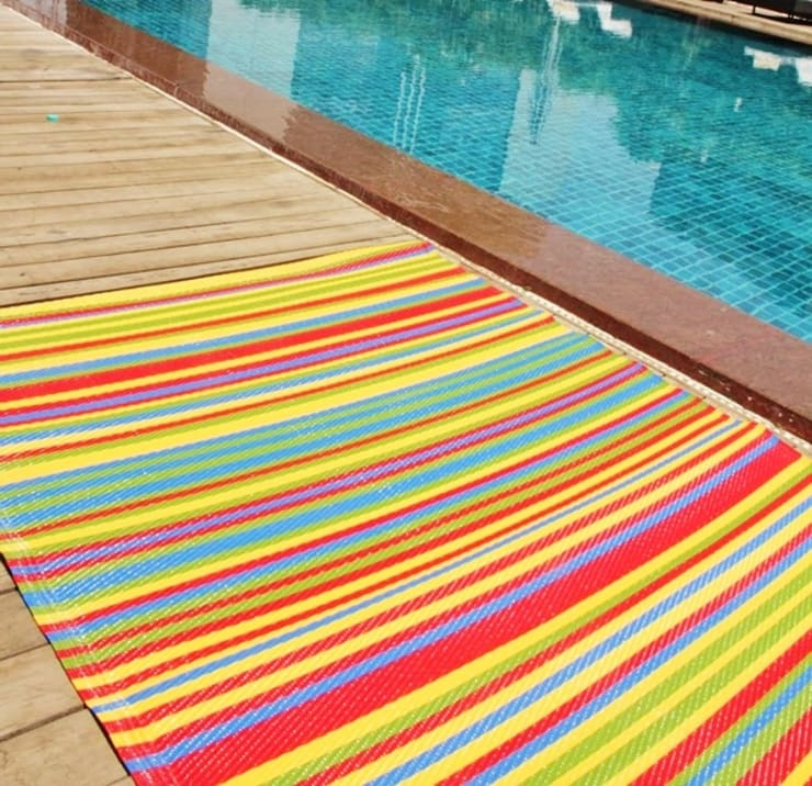 INDOOR/OUTDOOR, PLASTIC FUNZIE RUG: modern Pool by Green Decore