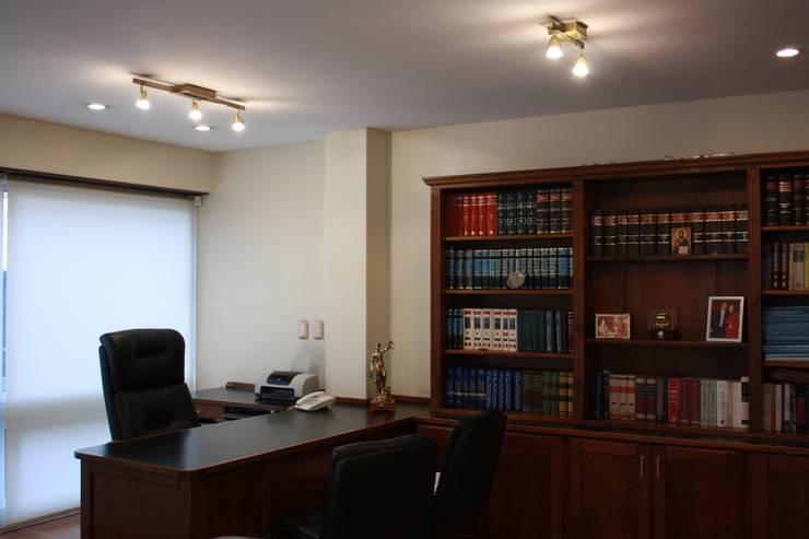 Oficina : Estudios y oficinas de estilo  por Arquitectura Laura Napoli