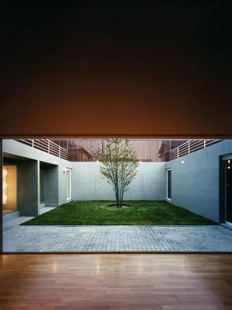 長岡京の住宅: 宮崎仁志建築設計事務所が手掛けたリビングです。,