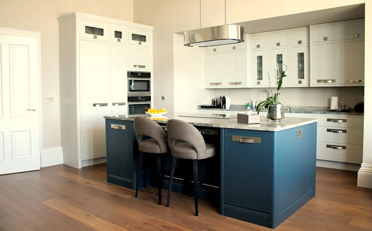 Kitchen by LIVING INTERIORS By Contour Home Design Ltd