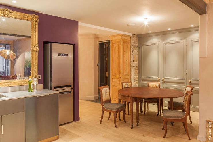 Cucina in stile in stile Eclettico di hpm atelier