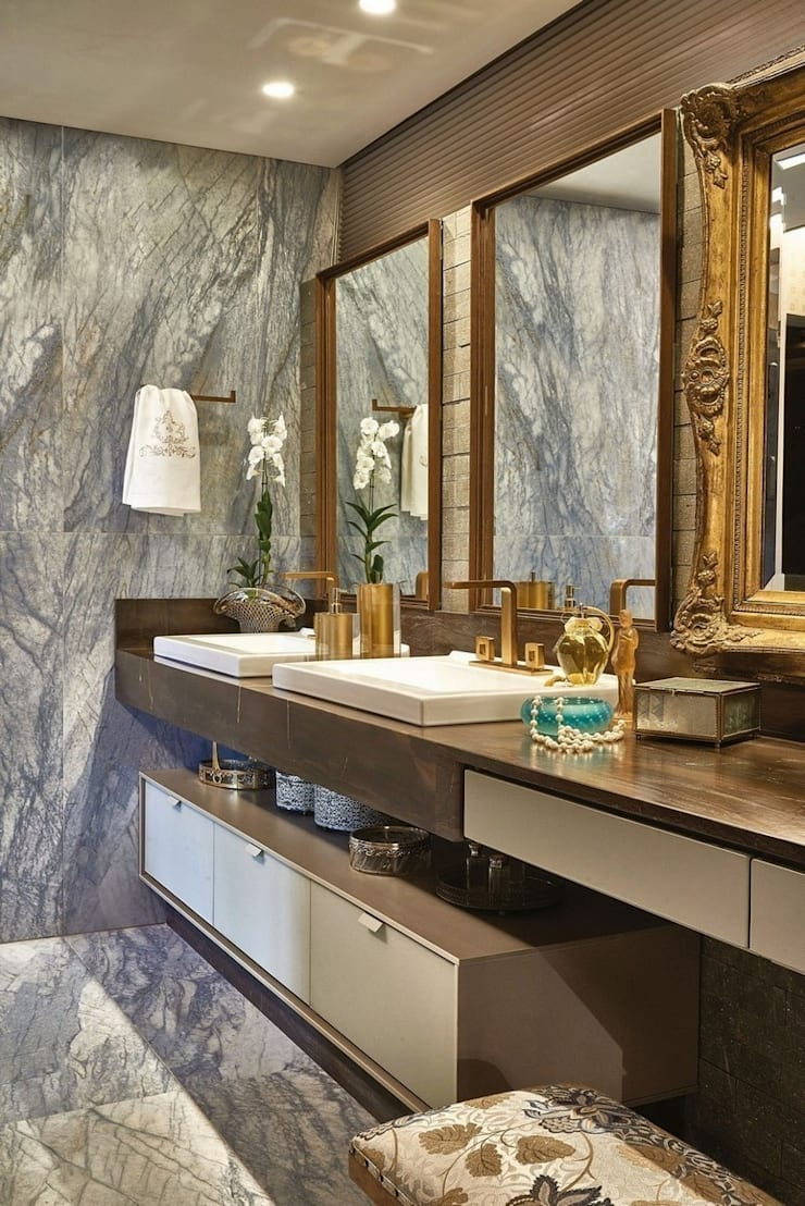 Bancada - Banho Casal: Banheiros  por Studio Alessandra Lobo,