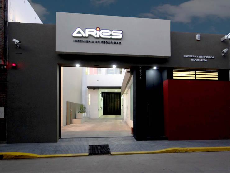 FACHADA: Oficinas y locales comerciales de estilo  por D'ODORICO OFICINA DE ARQUITECTURA