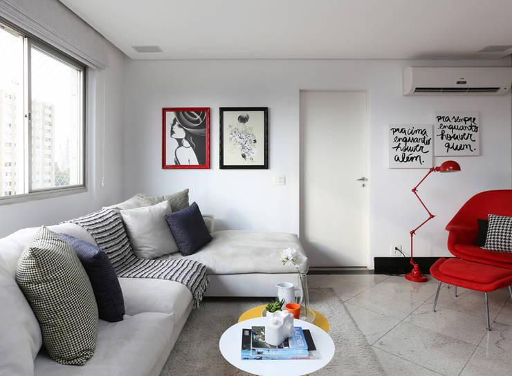 Living room by Duda Senna Arquitetura e Decoração