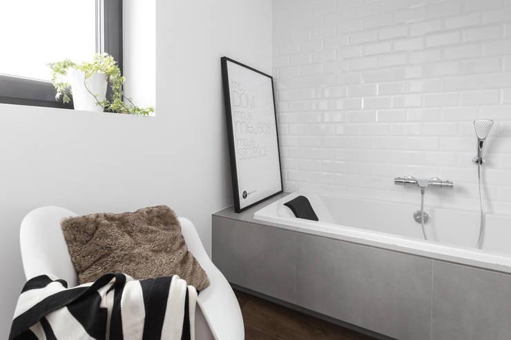 Dom w Bochni / Stabrawa.pl: styl , w kategorii Basen zaprojektowany przez www.niewformie.pl