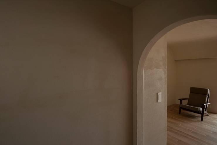 フランス漆喰のある家: 宇佐美建築設計室が手掛けた壁です。