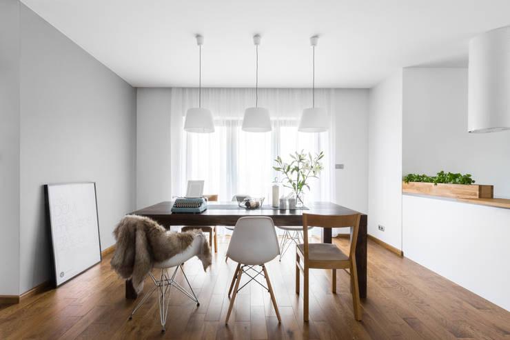 Dom w Bochni / Stabrawa.pl: styl , w kategorii Jadalnia zaprojektowany przez www.niewformie.pl