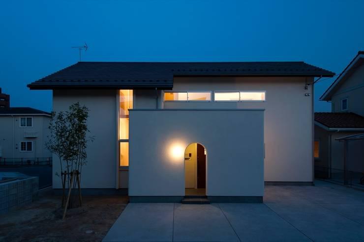 北道路側のファサード: 宇佐美建築設計室が手掛けた家です。