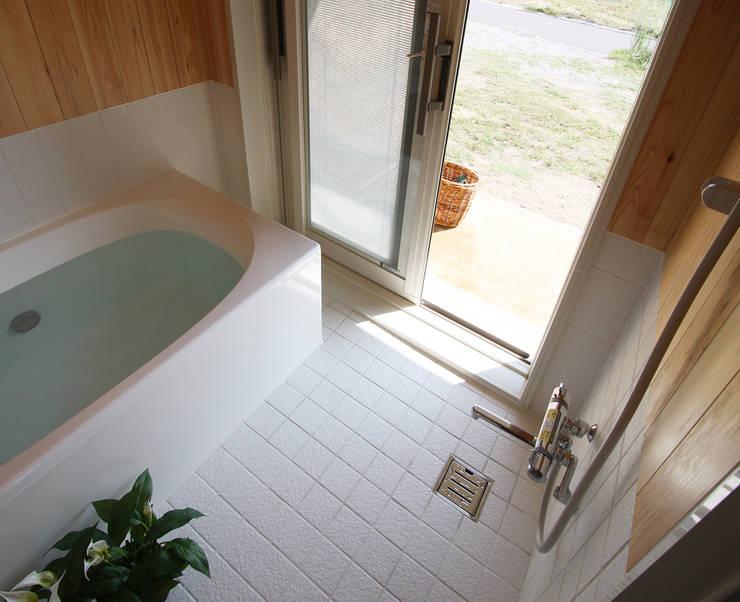 浴室: 遠藤浩建築設計事務所 H,ENDOH  ARCHTECT  &  ASSOCIATESが手掛けた浴室です。