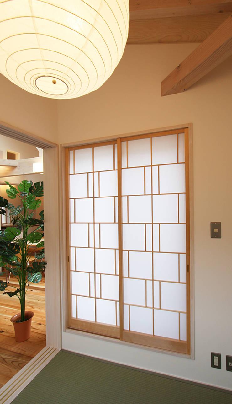 タタミコーナー: 遠藤浩建築設計事務所 H,ENDOH  ARCHTECT  &  ASSOCIATESが手掛けた和室です。,