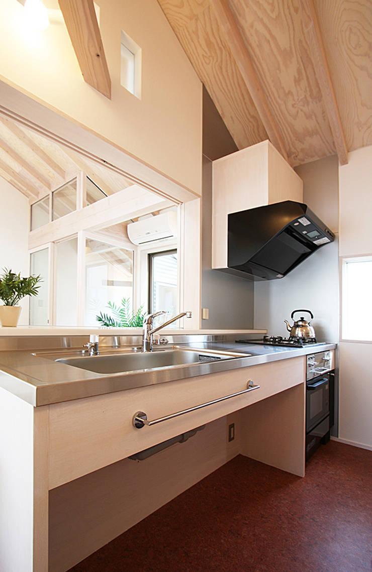 キッチン: 遠藤浩建築設計事務所 H,ENDOH  ARCHTECT  &  ASSOCIATESが手掛けたキッチンです。,