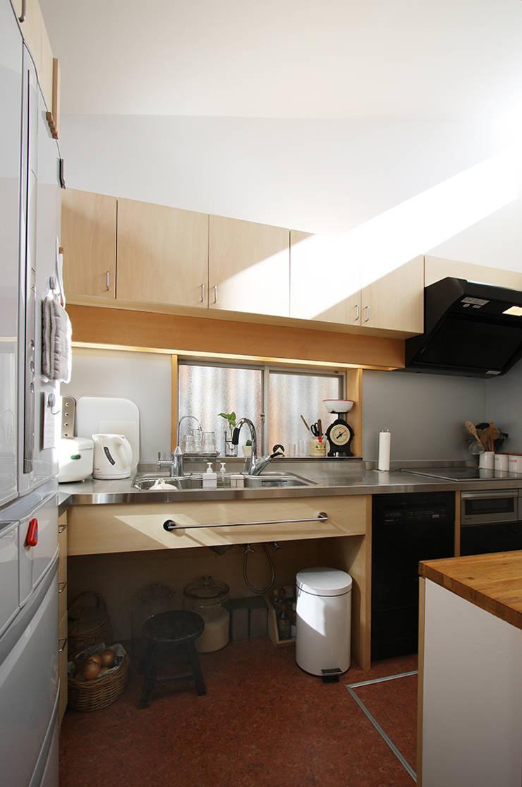 厨房: 遠藤浩建築設計事務所 H,ENDOH  ARCHTECT  &  ASSOCIATESが手掛けたキッチンです。