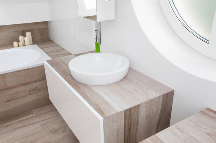 Dom w Krakowie / VNdesign: styl , w kategorii Łazienka zaprojektowany przez www.niewformie.pl,