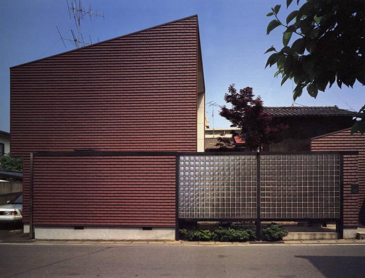 Casas de estilo  por 遠藤浩建築設計事務所 H,ENDOH  ARCHTECT  &  ASSOCIATES