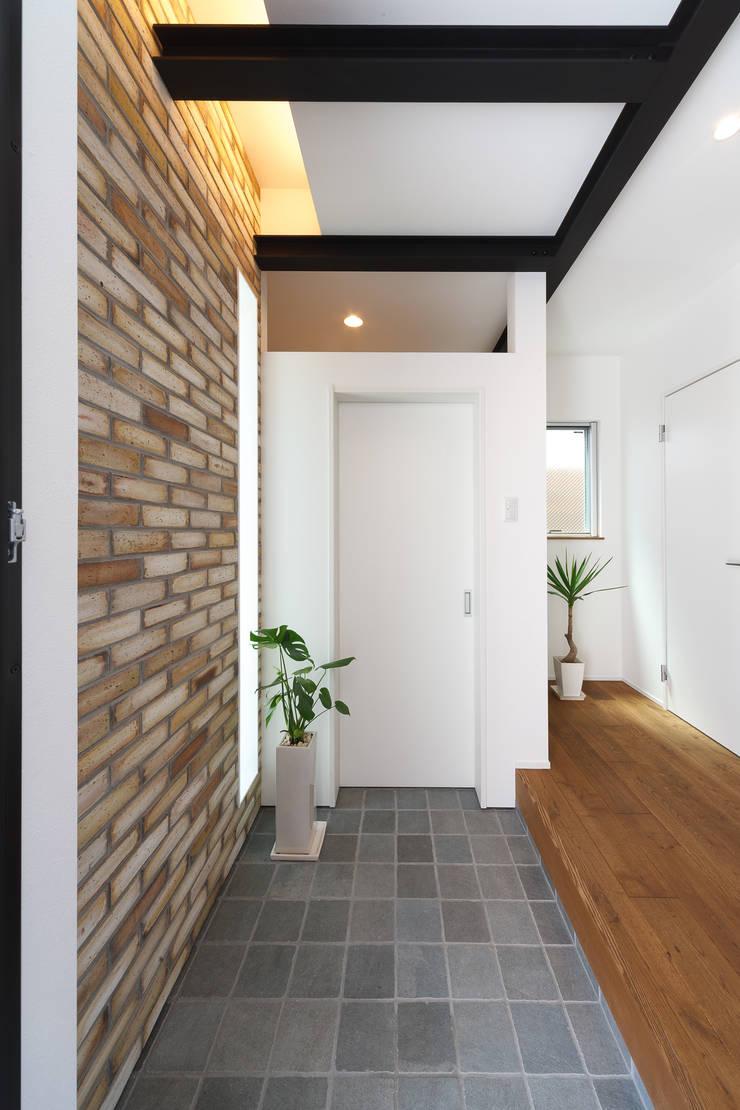 Light well: 株式会社トランスデザインが手掛けた廊下 & 玄関です。