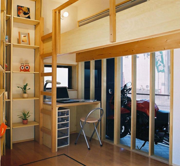 子供部屋のこだわり: 遠藤浩建築設計事務所 H,ENDOH  ARCHTECT  &  ASSOCIATESが手掛けた子供部屋です。