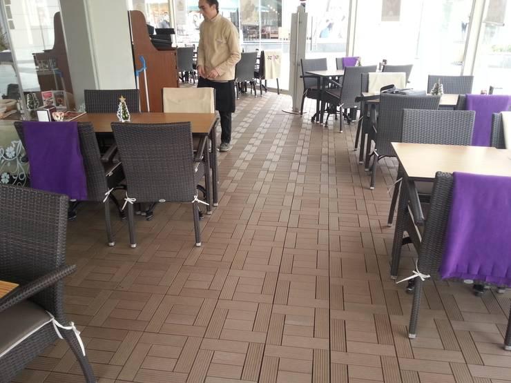 Group Enerji Yapı Dekorasyon – Decktropic 30x30 cm Karo Deck:  tarz Duvar & Zemin