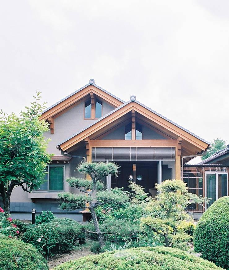 東側外観 : 遠藤浩建築設計事務所 H,ENDOH  ARCHTECT  &  ASSOCIATESが手掛けた家です。