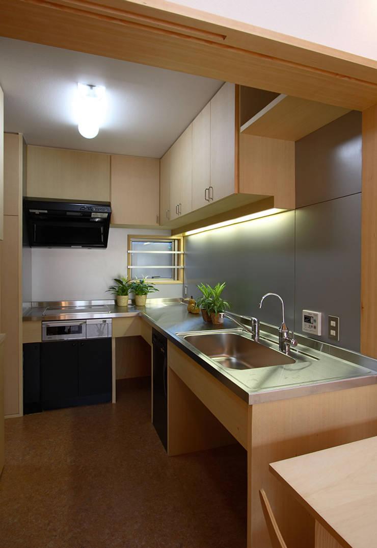 キッチン: 遠藤浩建築設計事務所 H,ENDOH  ARCHTECT  &  ASSOCIATESが手掛けたキッチンです。