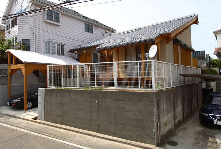 南東側外観: 遠藤浩建築設計事務所 H,ENDOH  ARCHTECT  &  ASSOCIATESが手掛けた家です。
