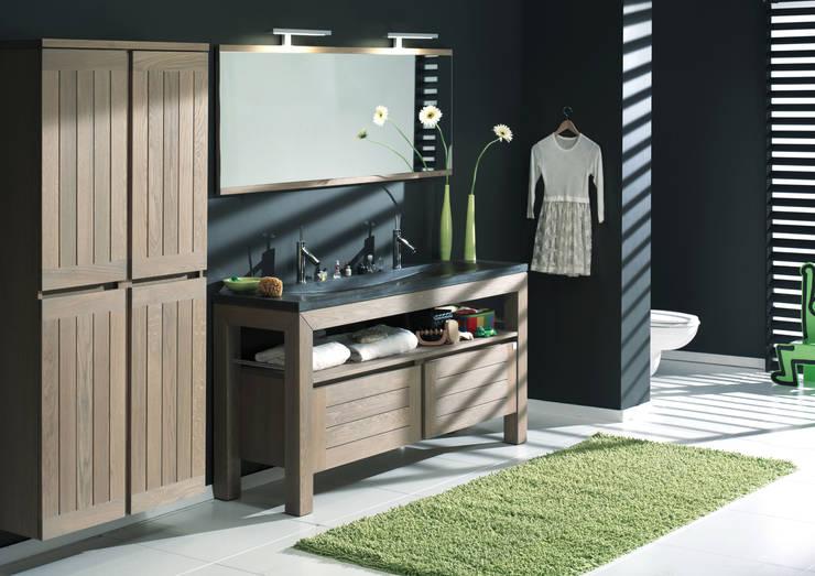 Baños de estilo  por F&F Floor and Furniture