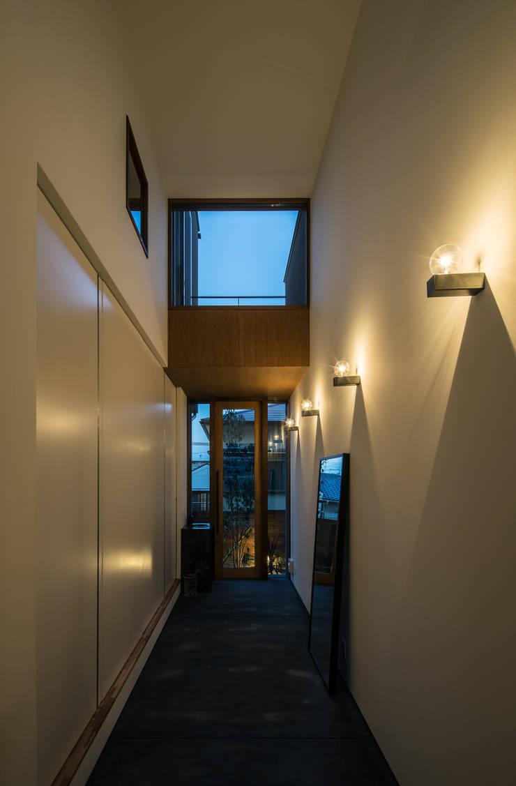 Corridor and hallway by flame-planningoffice / 一級建築士事務所フレイム, Modern