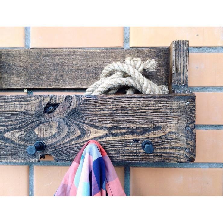 Вешалка для одежды: Прихожая, коридор и лестницы в . Автор – 11 Reasons