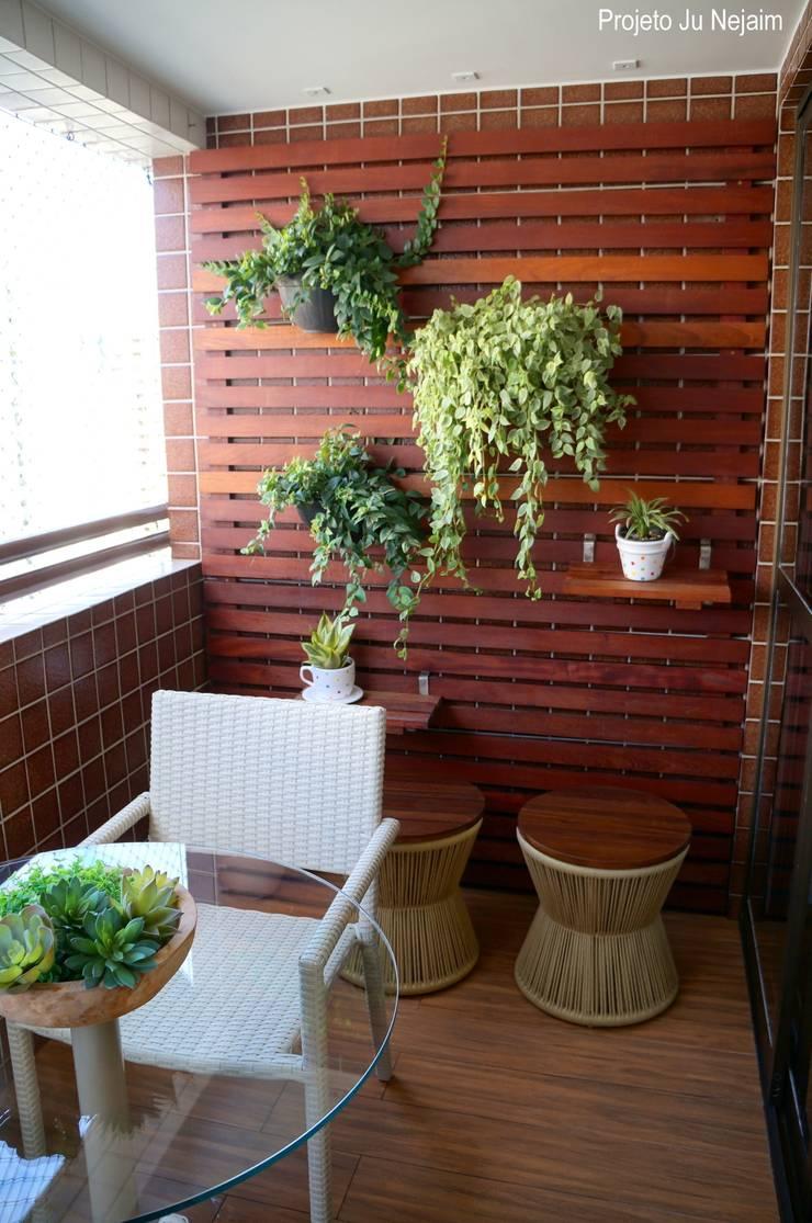 jardim vertical: Terraços  por Ju Nejaim Arquitetura,Moderno