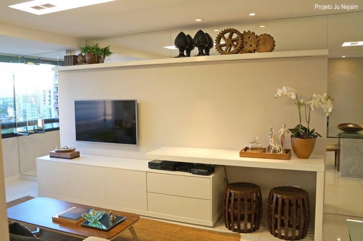 home + aparador: Salas de estar modernas por Ju Nejaim Arquitetura