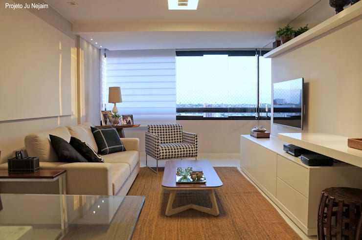 varanda integrada: Salas de estar modernas por Ju Nejaim Arquitetura
