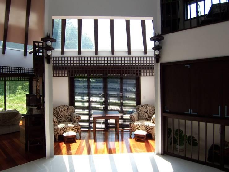 サンルーム: 原田正史建築設計事務所が手掛けた和室です。