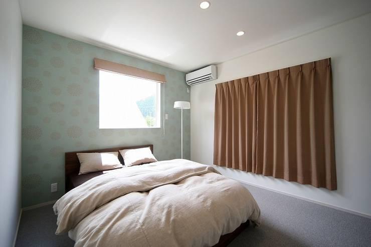 Dormitorios de estilo moderno de zuiun建築設計事務所 / 株式会社 ZUIUN Moderno