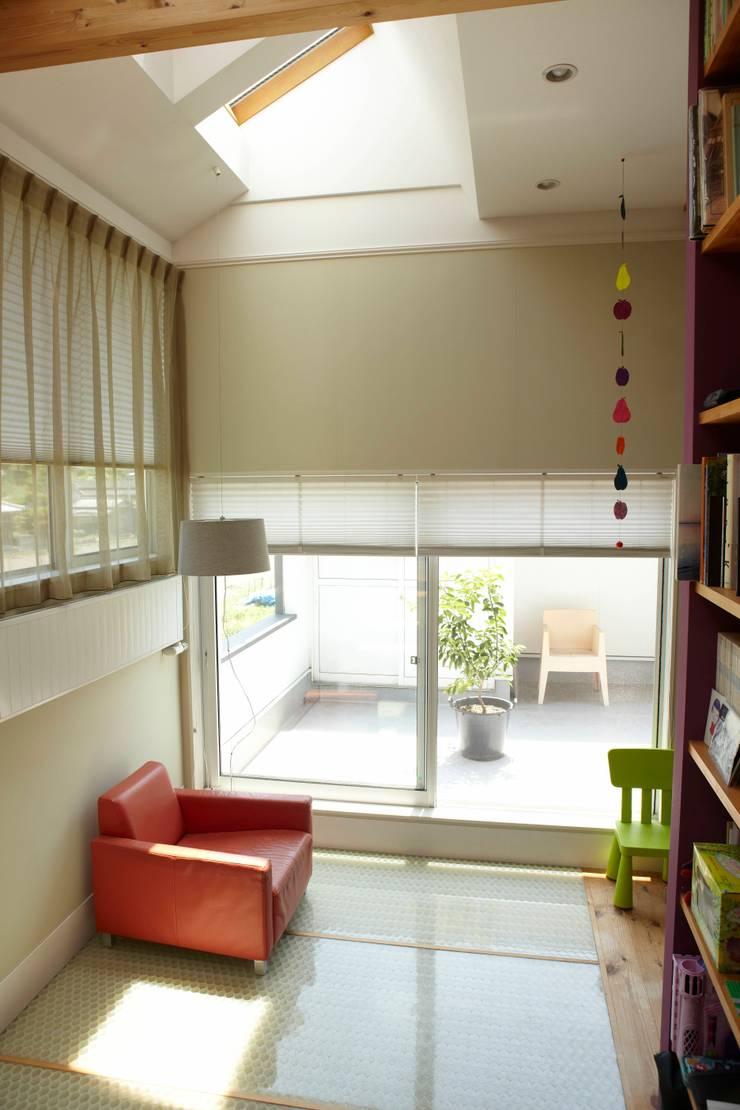 9坪ハウス+α: nido architects 古松原敦志一級建築士事務所が手掛けた窓です。