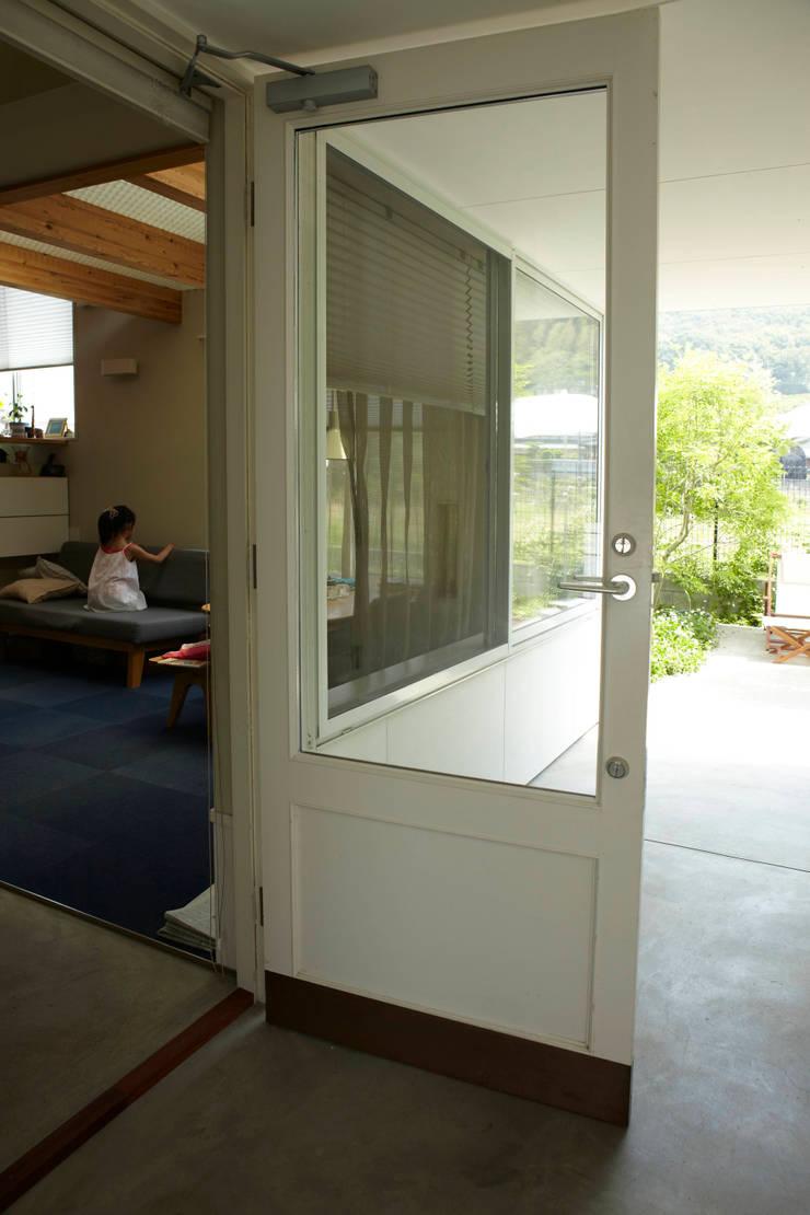 9坪ハウス+α: nido architects 古松原敦志一級建築士事務所が手掛けたテラス・ベランダです。