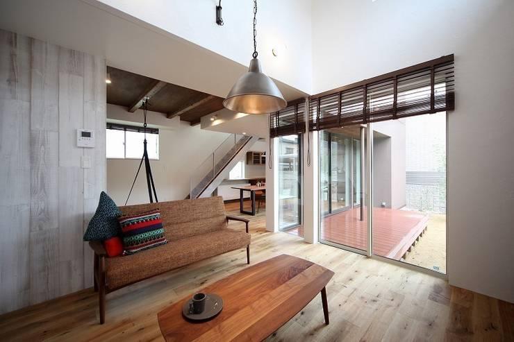 子供の成長を促す家 / zuiun: zuiun建築設計事務所 / 株式会社 ZUIUNが手掛けたリビングです。