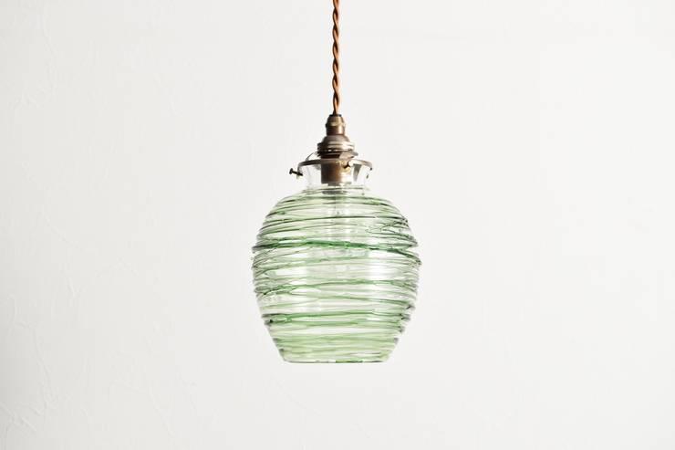 Alambre: GLASS INTERIOR CUPIKAが手掛けた現代のです。,モダン