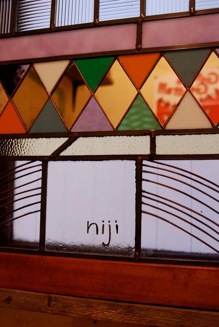 Rainbow Kitchen  千駄木 ハンバーガーレストラン : contemporary glass nidoが手掛けた折衷的なです。,オリジナル