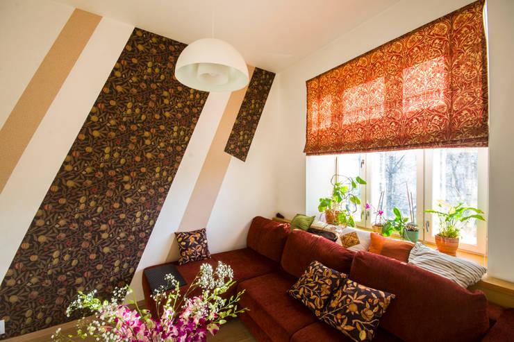 """""""Шутливый дизайн"""" - квартира в Москве: Гостиная в . Автор – D&T Architects"""