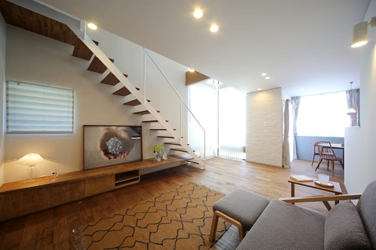 アンティークドアの家 / zuiun: zuiun建築設計事務所 / 株式会社 ZUIUNが手掛けたリビングです。
