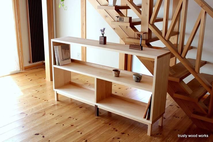 book sherf: trusty wood worksが手掛けた折衷的なです。,オリジナル