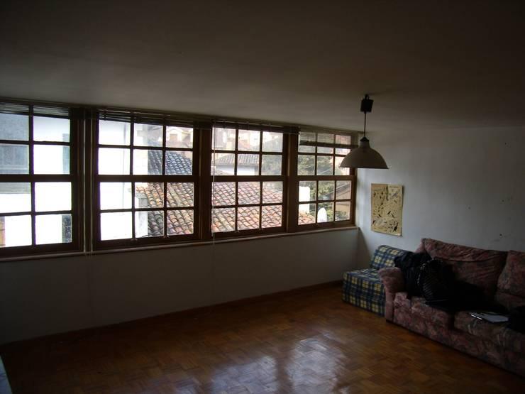 Salón original:  de estilo  de ESTUDIO DE ARQUITECTURA 4TRAZOS