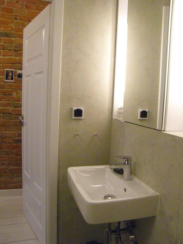 Mieszkanie w kamienicy: styl , w kategorii Łazienka zaprojektowany przez Mint&Brisk,Nowoczesny