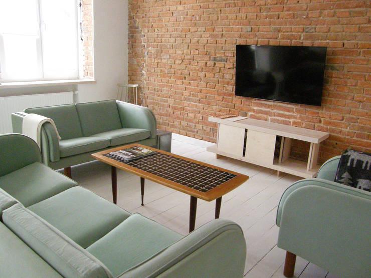 Mieszkanie w kamienicy: styl , w kategorii Salon zaprojektowany przez Mint&Brisk,Skandynawski