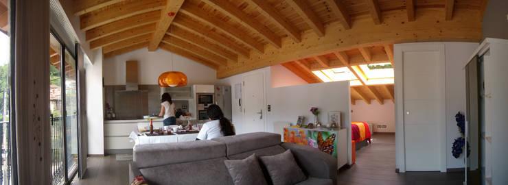 Salón - comedor - cocina:  de estilo  de ESTUDIO DE ARQUITECTURA 4TRAZOS